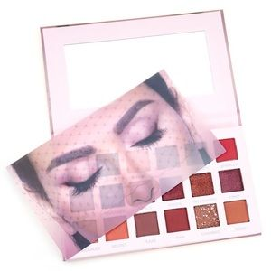 High Pigmented 18 Color Eyeshadow Palette